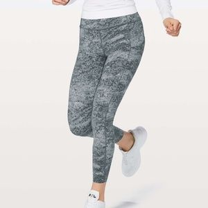 Lululemon Fast and Free 7/8/ tight ice gray area